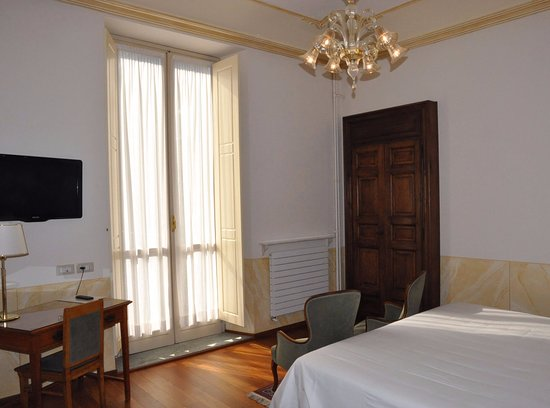 Hotel Roma e Rocca Cavour Photo