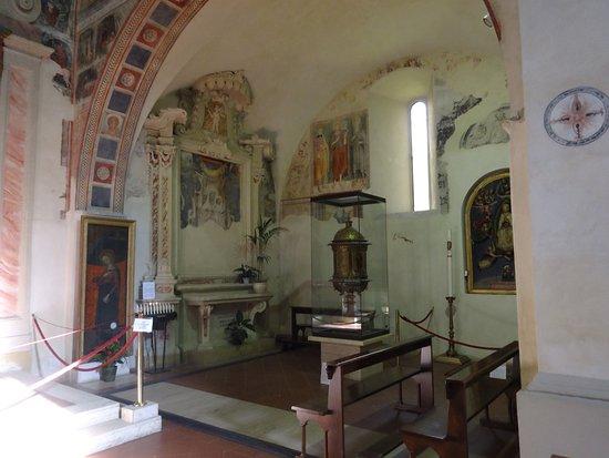Montemerano, Italia: Костел