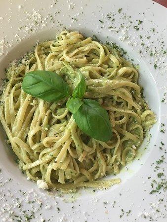 Ruesselsheim, Tyskland: Spaghetti al pesto, super lecker und eine schöne Portion