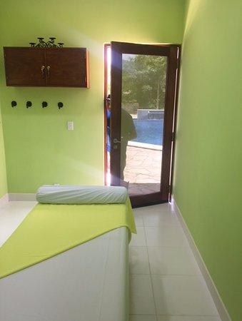 Villas de Palermo Hotel & Resort: Poolside Spa