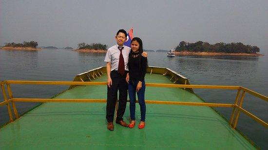 Thalat, Laos: 広大な湖が広がっています。圧巻です。