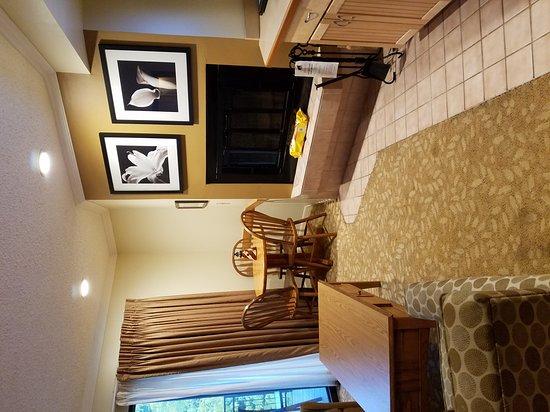 Weathervane Terrace Inn and Suites: 20161003_183040_large.jpg