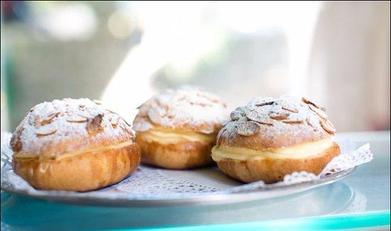 Cafe de Paris Restaurant & Bakery : Deliciuos fresh bakery everyday