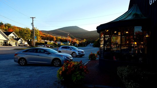 Greenbrier Inn: Front side gift shop with beautiful view in the backdrop