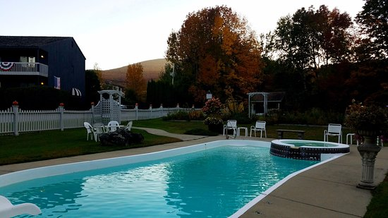 Greenbrier Inn: Inn's swimming pool