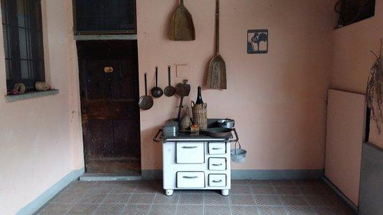 Burago di Molgora, Italia: Vecchia cucina
