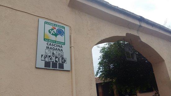 Burago di Molgora, Italia: Insegna