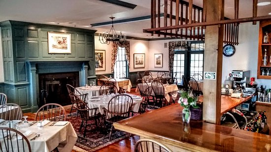 Rock Hall, MD: The main restaurant/dining room of the Osprey Point Inn.