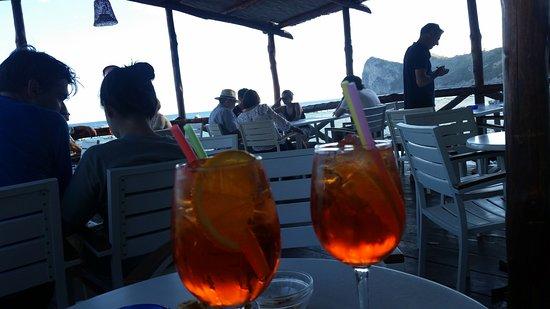 Marina del Cantone, Italy: En spritz før middag