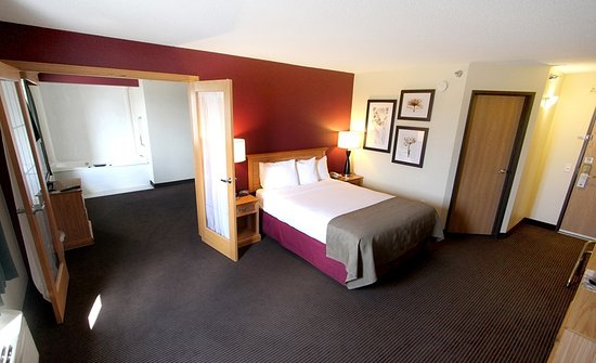 Litchfield, MN: Two-room whirlpool suite