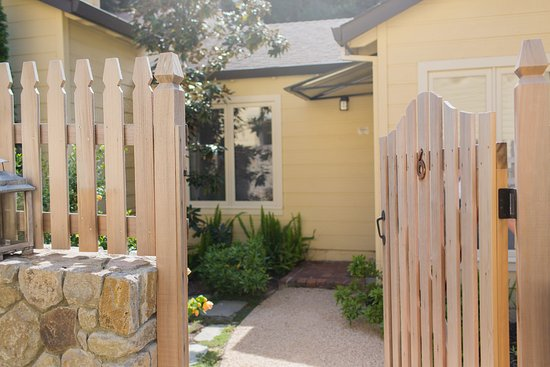 Forestville, CA: Gated entry to King Suite room