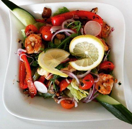 Salat Med Rejer Og Avocado Picture Of Cafe Breeze Pizzahus