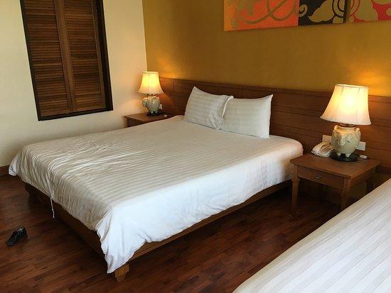 Naithonburi Beach Resort: Номер в 9 корпусе и вид из него