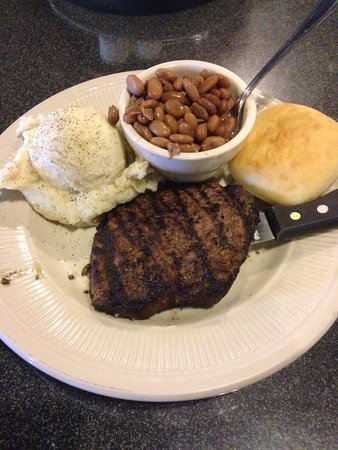 Hartselle, AL: Hamburger steak, mashed potatoes (no garlic!) and pintos.