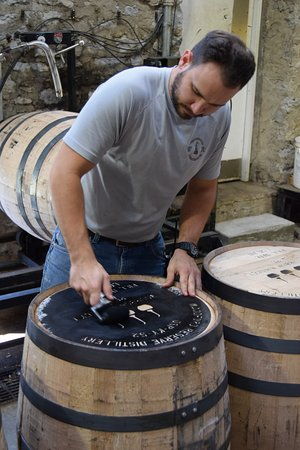 Versailles, KY: Marking barrel by hand