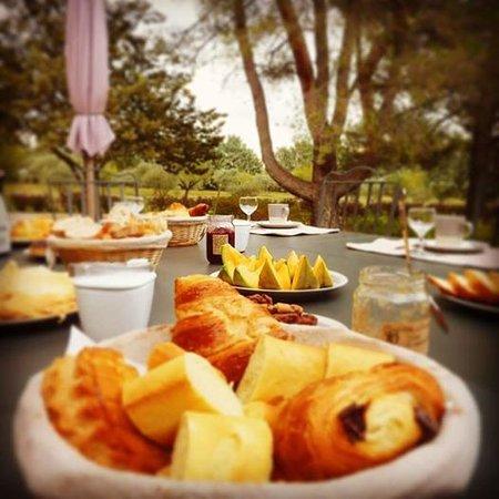 Les Mazets du Luberon : Breakfast / Petit déjeuner continental