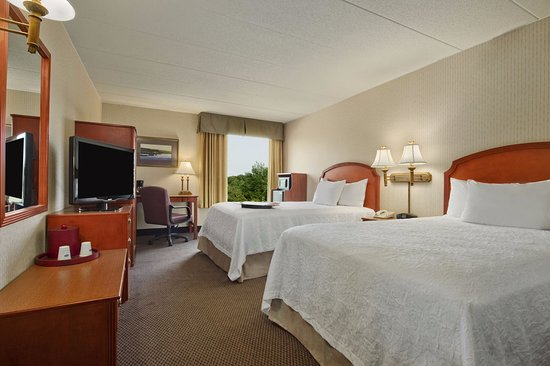 Hampton Inn & Suites Annapolis: All of our guest rooms are fully equipped with complimentary high speed Internet access