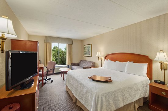 Hampton Inn & Suites Annapolis: Our spacious guest rooms feature plush bedding, flat screen tv and free WiFi.