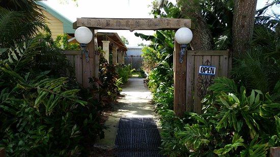 Sebring, FL: Entrance