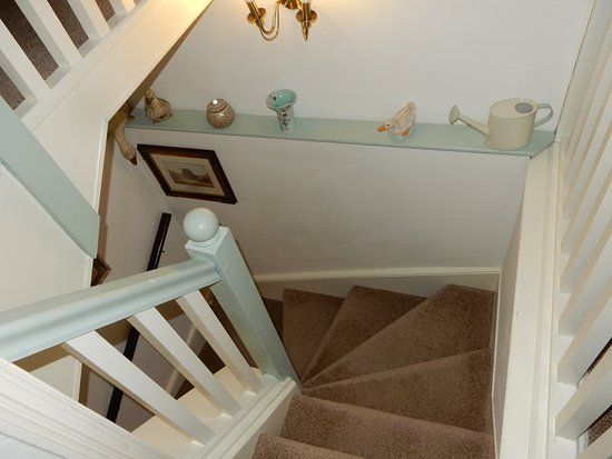 Middle Holly Cottage: staircaste