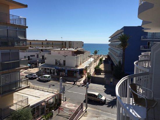 Hotel Cesar Augustus : Вид с балкона на дорогу