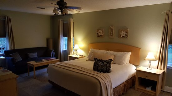 The Acorn Inn of Elon: Bedroom #1 of our suite
