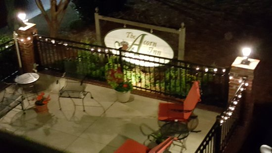 The Acorn Inn of Elon: The view of the cozy seating porch