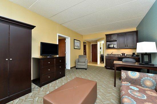 Hampton Inn Saco / Biddeford: King Suite Livingroom/Kitchenette