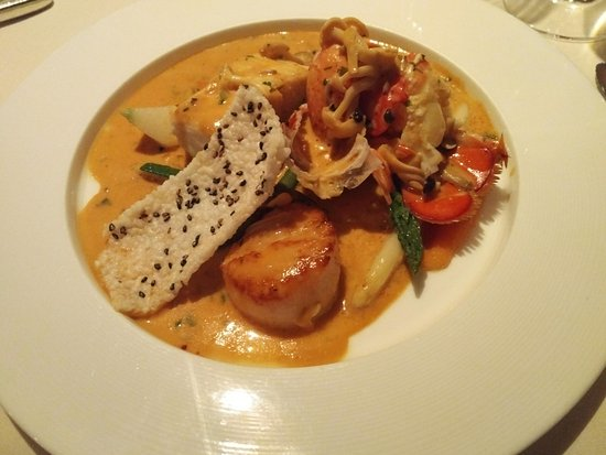 "Five Sails Restaurant: Unser Hauptgang mit Lobster, Scallpos und Halibut als ""catch of the day"" - grandioser Genuss!"