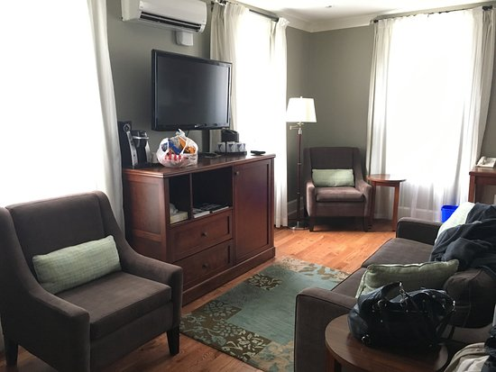 Nelson, Canada: Living room of the suite