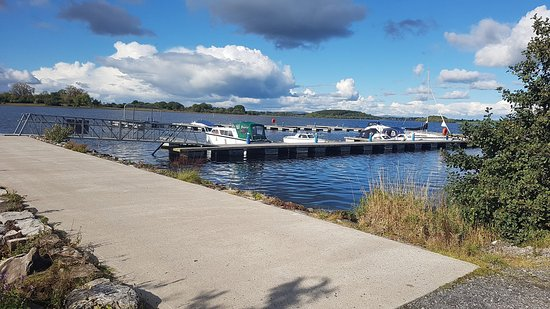Lisnaskea, UK: marina just a lane away from house