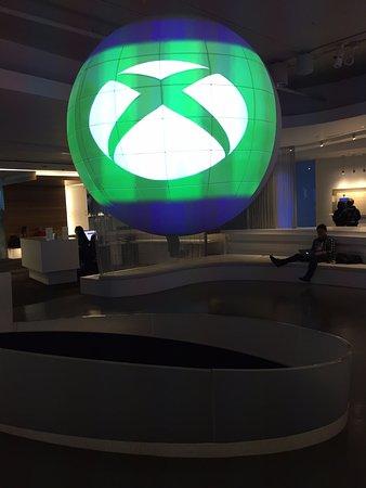 Microsoft Visitor Center: Imagens projetadas sobre um globo