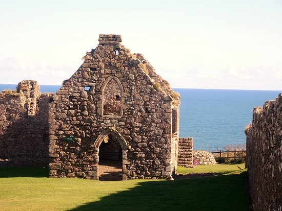 Stonehaven, UK: The chapel inside the courtyard