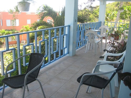 Ellen Bay Cottages: upstairs shared balcony