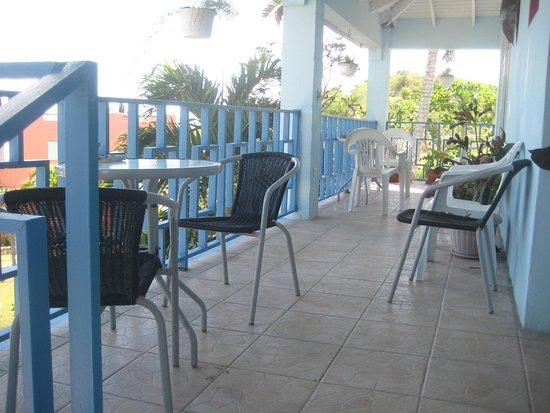 Ellen Bay Cottages: our breakfast table