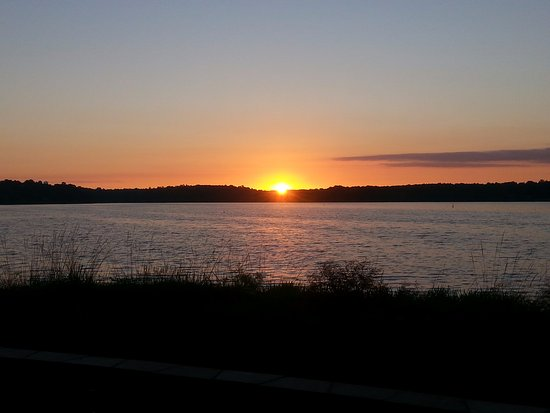 DeFuniak Springs, FL: Sun rise over the lake