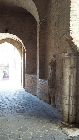 Chiesa San Francesco: zona ingresso conventuale