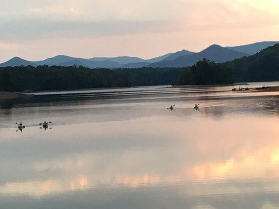 Hayesville, Kuzey Carolina: Lake Chatuge evening kayaking