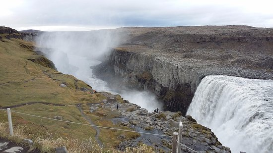 cafd8c2ea262 Gooafoss. Don t get to close to the edge - Picture of Touris ...