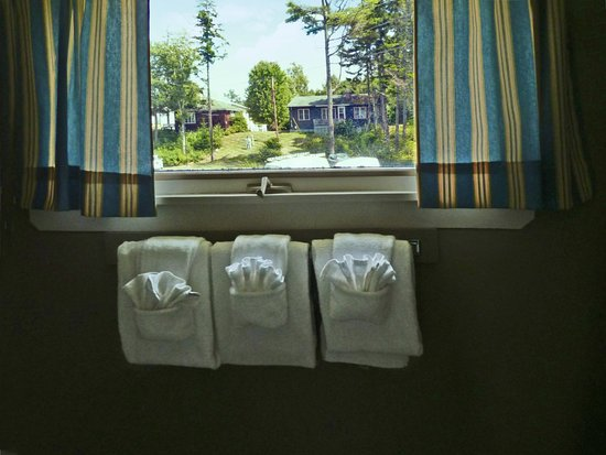 Sebasco Estates, ME: The towels in the bathroom with the view
