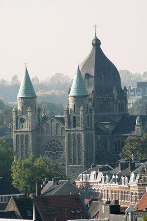 Sint-Lambertuskerk: seen from Basilica of Sint Servatius