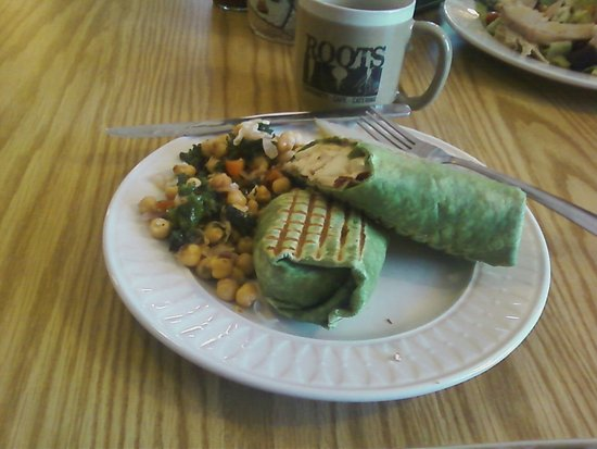 Hooksett, NH: Dogwood wrap and garbonza bean salad...Yum!
