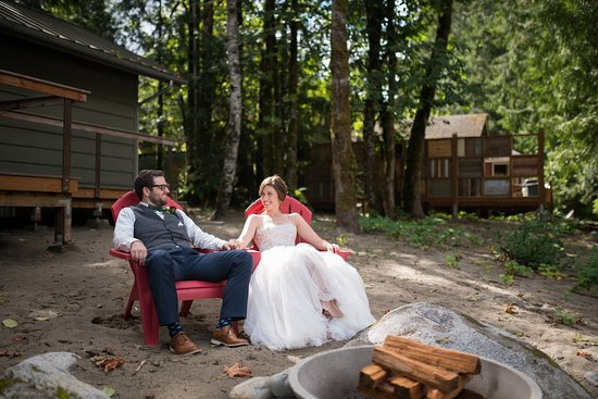 Index, WA: sitting outside one of the cabins. Photos by Salt & Pine Photography