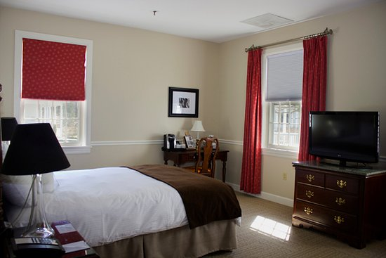 The Essex, Vermont's Culinary Resort & Spa: King Guest Room