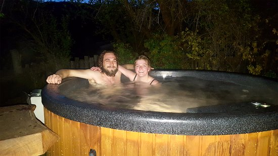 Clyde, Nouvelle-Zélande : Guest relaxing in the Hot Tub