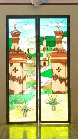 Hotel Hacienda Uxmal Plantation & Museum: beautiful crystal windows all around