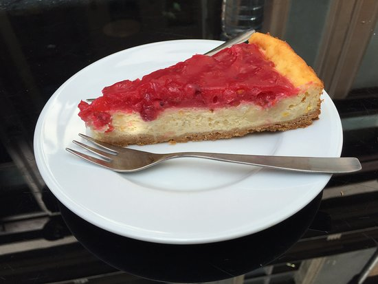 Région de Riga, Lettonie : Red berry cottage cheese cake