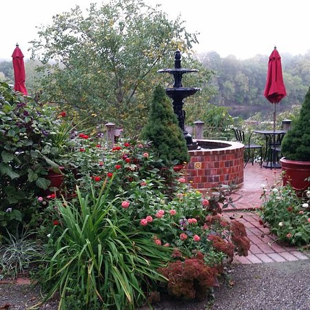Upper Black Eddy, PA: Lovely, intuitive landscaping