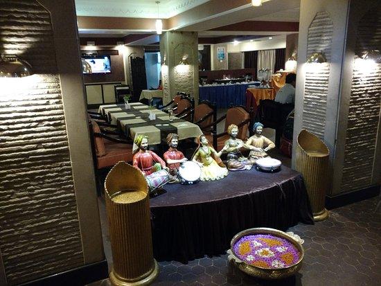 Hotel Rajmahal: This restaurant is purely veg.
