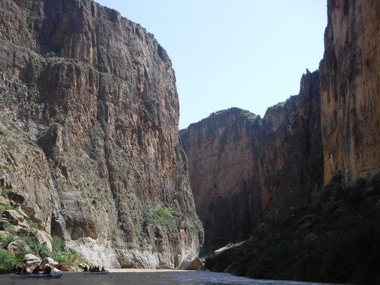 Far Flung Outdoor Center : Going down the Santa Elena Canyon